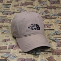 DCCKUNT The North Face Embroidered Beige Cotton Baseball Cap Hats