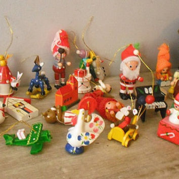 25 Vintage wooden Figural Ornaments ... Hand painted Christmas Holiday tree