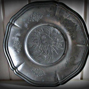 Vintage Pewter Charger Wall Plate Originale Tre-Effe Floral Pattern circa 1900s, Metal Plate, Metal Art, Kitchen ddecor, Home decor, Tray