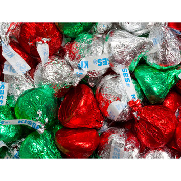 Hershey's Kisses Christmas Foiled Milk Chocolate Candy: 200-Piece Bag