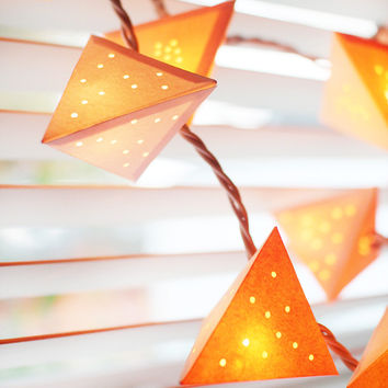paper pyramid garland {beams}
