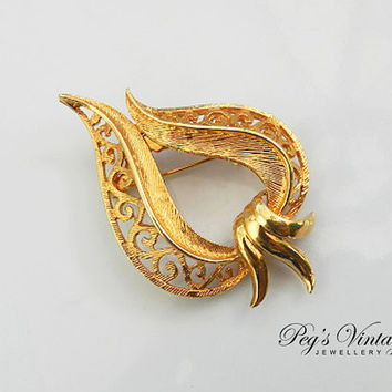 Vintage Filigree Heart Ribbon Brooch//Gold Tone Filigree Brooch/Pin