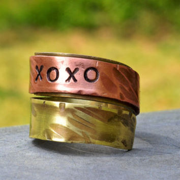 Custom Copper & Brass 'XOXO'  Spiral Ring, Mix Metal Jewelry,  Riveted,Textured Wrapped Swirl Ring, Handstamped Ring, Personalized Message