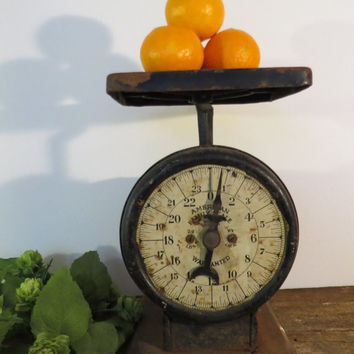 Antique/Primitive American Family Scale Kitchen Farmhouse Scale