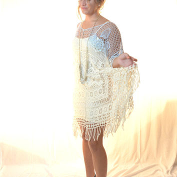 Vintage 70s Creme Crochet Poncho w Fringe, Music festival clothing, Boho clothes, Bohemian Ombre ponch top, Beach party, True rebel clothing