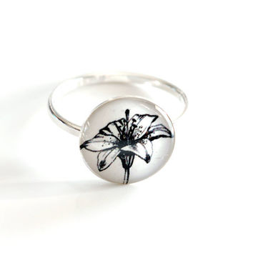 Sterling silver Lilly drawing resin ring in Size 7, black and white lilly flower ring , resin artwork jewelry , gardener jewelry