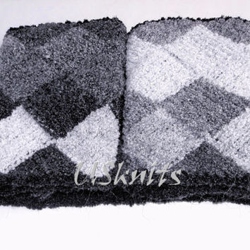 Long scarf cowl black and white entrelac