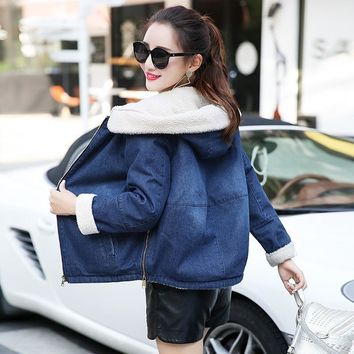 Trendy Warm Women Bomber Jackets winter denim jacket for Women 2018 New Fashion Autumn Winter Wool lining hooded Jeans Coat Female AT_94_13