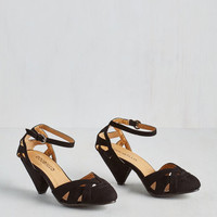 Vintage Inspired Currant Scones Heel in Black