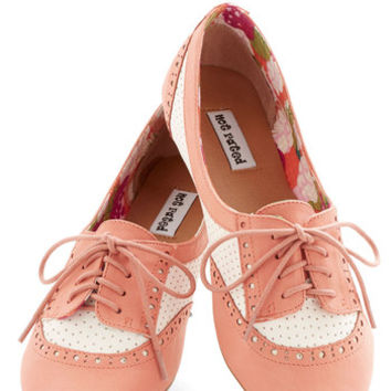 ModCloth Vintage Inspired Spirited Sojourn Flat in Coral