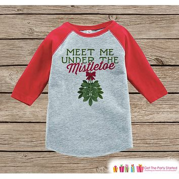 Kids Christmas Outfit - Meet Me Under the Mistletoe Christmas Shirt or Onepiece - Holiday Outfit - Boy Girl - Kids, Baby, Toddler, Youth