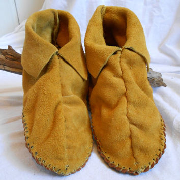 Short Moccasins, Center Seam, Slip On, Traditional Native American, Handmade, Handsewn