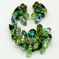 KRAMER Vintage Shades of Green Rhinestone Brooch Earring SET Demi Parure