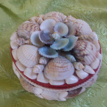SHELL Vintage BOX Round Shaped Decorated Shell Jewelry Box Shell Home Decor Shell Lovers Gift under 10