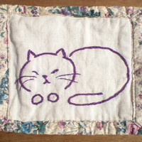 mug rug hand embroidered sleeping cat in deep purple, on natural linen with a floral border
