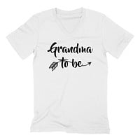 Grandma to be pregnancy announcement new grandma grandmom to be baby shower  V Neck T Shirt
