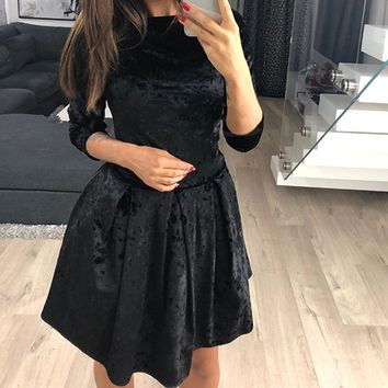 2018 Elegant Vintage O-Neck Vestidos Women Winter 3/4 Sleeve Velvet Dress Casual Femme Robe Mini Party Dresses WS5321C