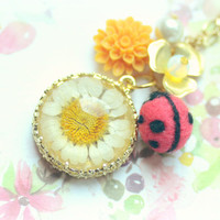Needle felted ladybug with daisy necklace, ladybug with orange flower necklace, whimsical jewelry, gift for her, tt team