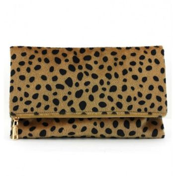 Faux leopard print fur foldable clutch with detachable chain strap | escloset.com