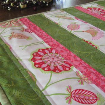 Quilted placemats, set of 4, green, white and pink abstract floral print