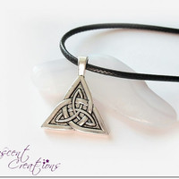 Triquetra necklace, Celtic knot necklace, trinity knot pendant, Germanic paganism necklace, Celtic triquetra jewelry for men and women