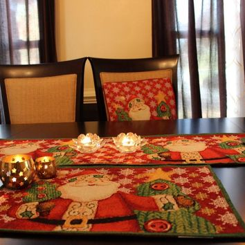 8 Piece Santa Clause Is Coming To Town Table Set, 2 Table Runners, 2 Cushion Covers, and 4 Placemats