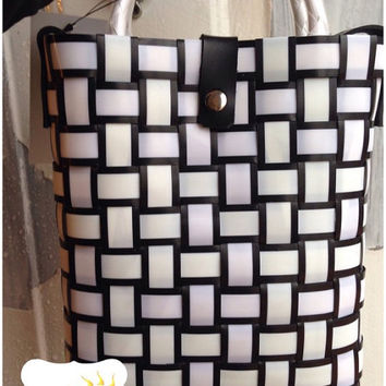 Minimalist black and white PP recycle handbag with shoulder strap