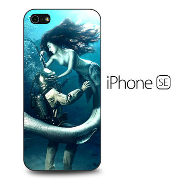 Diver and The Mermaid iPhone SE Case