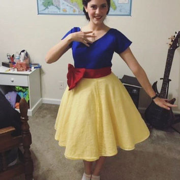 Disney-bound! Snow White 50s-Style Dress