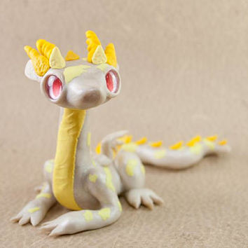 Albino Dragon Fingurine, Polymer Clay Dragon, Dragon Sculpture, Dragon Figure, White Dragon Figure, Albino Dragon, White and Yellow Dragon