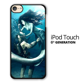 Diver and The Mermaid iPod Touch 6 Case