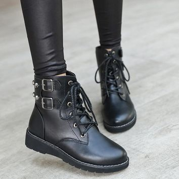 2018 Fashion Women Leather Ankle Boots High Quality Punk Gothic Style Rivet Motorcycle Boots Plush Warm Winter Shoes Botas Mujer
