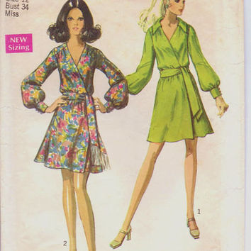 Classic Style Designer Wrap Dress 60s Fashion Sewing Pattern Simplicity 8538 Long Sleeve Deep V Neckline Mini Skirt Bust 12