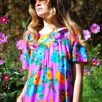 70s Hawaiian Muumuu, Vintage Hawaiian Dress, Neon Dayglow Pink Parrot Hawaiian Maxi Dress, Hawaiian Mumu Caftan Drsess, Psychedelic Dress