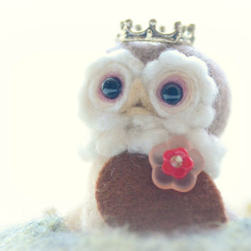 Needle felted owl king doll / figurine / wool sculpture, Royal Bird Collection, owl home decor, gift, tt team