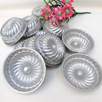 Vintage Mini Bundt Pans, Cake Molds, Metal Baking Tins, Aluminum Rings, Set of 12, Soap Making, Candle Making