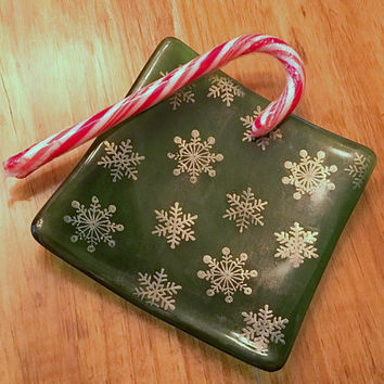 Green and Gold Snowflake Dish, 4.5 Inch Square, Jewelry Ring Bowl, Soap Dish, Fused Glass Christmas Plate
