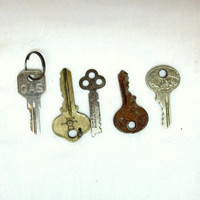 5 Vintage Old Keys Instant Collection Artist Supplies Findings Antique Keys