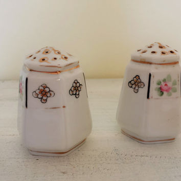 Vintage Japan Floral Salt and Pepper Shaker / Japanese Nippon Salt and Pepper / Vintage S & P Set / Ceramic Floral / Collectible Kitchen