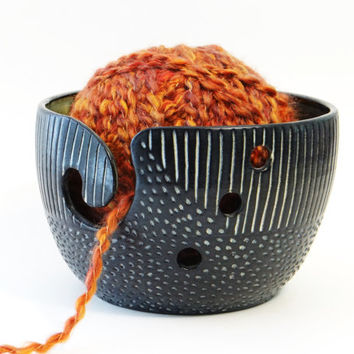 Black stoneware yarn bowl, pottery yarn bowl, crochet bowl, ceramic yarn bowl, knitting bowl, black yarn bowl, modern yarn bowl