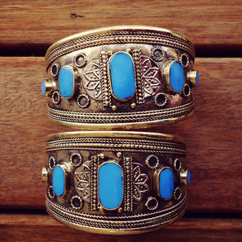 FREE Shipping  Pair of Tribal Bohemian blue turquoise Cuff bracelet- Vintage Cuff bracelet- Bangle.- Gypsy jewelry- Gold tone Jewelry-