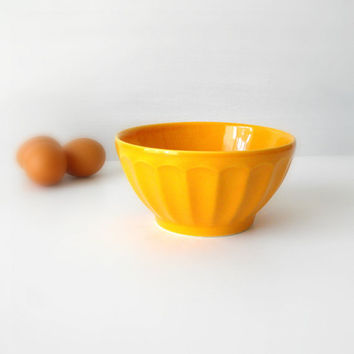 Vintage ceramic bowl yellow by vaporqualquer on Etsy