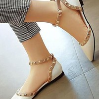 White Point Toe Buckled Fashion Rivet Flat Shoes