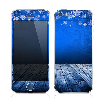 The Snowy Blue Wooden Dock Skin for the Apple iPhone 5s
