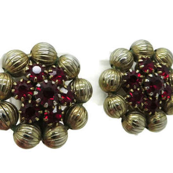 Weiss Ruby Red Rhinestone Gold Tone Vintage Clip-on Earrings