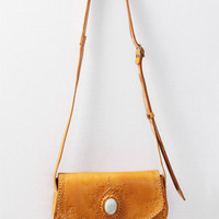 Bolsa Mediana Cross Body Tan Bag By Stela 9 - $98.00 : ThreadSence, Women's Indie & Bohemian Clothing, Dresses, & Accessories