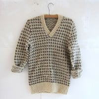 vintage wool sweater. handwoven sweater. cream and gray.
