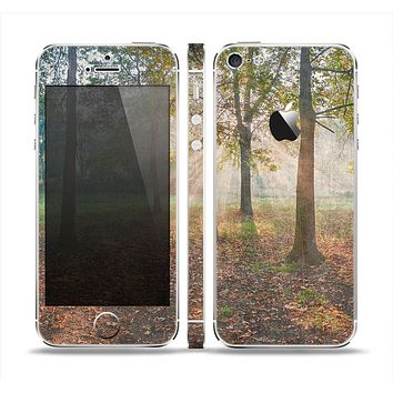 The Vivia Colored Sunny Forrest Skin Set for the Apple iPhone 5