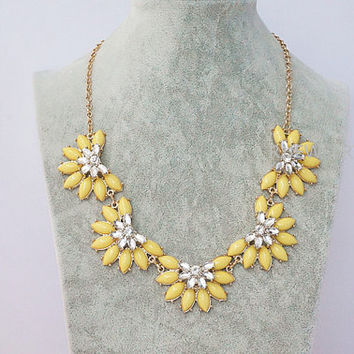 Yellow Daisy Flower Statement Necklace,Stereo flower Neckace,Bib Statement Necklace,Party Personalized Bridesmaids Jewelries, SN1062