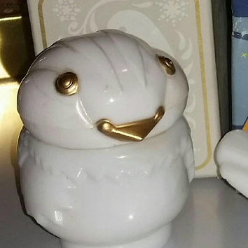 Vintage Avon SNOWBIRD Milk Glass BIRD Figurine Patchwork Cream Sachet 70s Milkglass Bird Figural Statue Vanity Decor Winter Snow Bird Gift